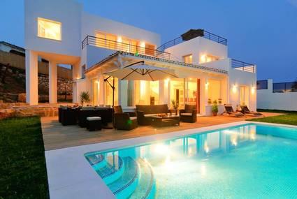 Les avantages de louer une villa pour des vacances id ales - Villa a louer en espagne avec piscine ...