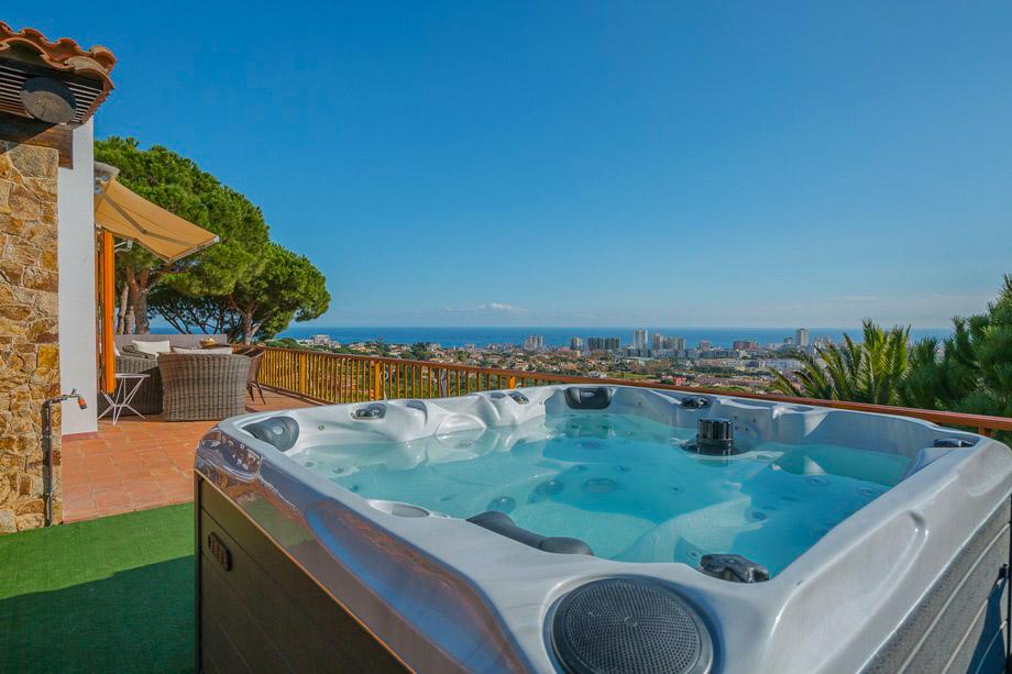 Location villa girona costa brava maison espagne doix for Location garage rosas espagne